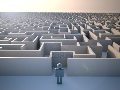 man-standing-at-the-entrance-of-a-huge-maze--3d-render